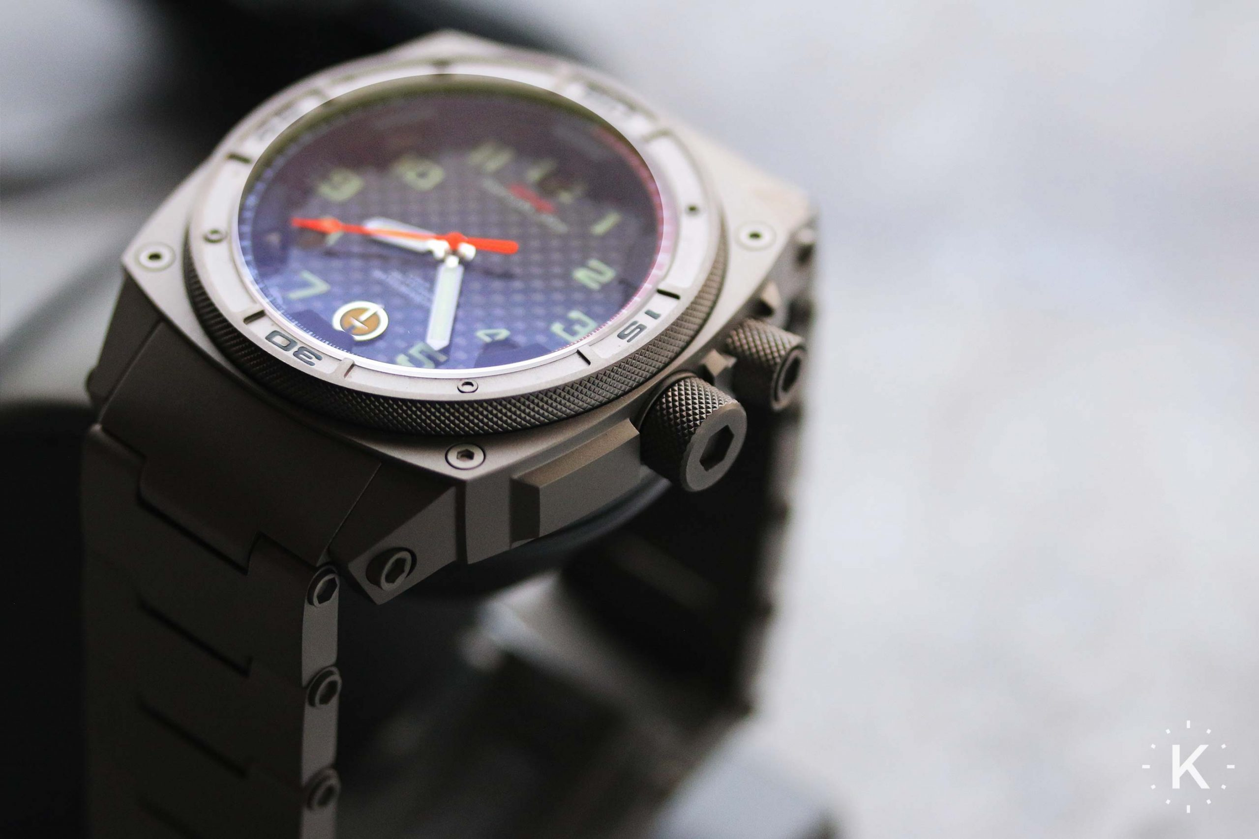 Mtm Special Ops Falcon Watch Side